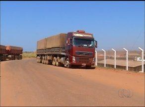 Caminhoneiros esperam por mais de 60h para descarregar carga no norte do TO - Caminhoneiros esperam por mais de 60h para descarregar carga no norte do TO