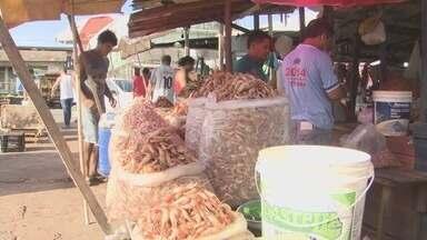 Preços do camarão e do peixe baixam o Amapá - Os preços do camarão e do peixe, dois itens quase sagrados na mesa do amapaense, baixaram. Mas mesmo com essa oferta, pros feirantes a procura por esses produtos ainda está fraca.