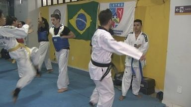 Atletas de taekwondo fazem pit-stop para arrecadar dinheiro - Sem incentivo financeiro para participar de competições, eles fazem atividades para arrecadar verba e ir para campeonatos.
