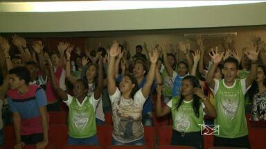 Encontro da igreja católica reúne dezenas de jovens no fim de semana - Encontro da igreja católica reúne dezenas de jovens no fim de semana