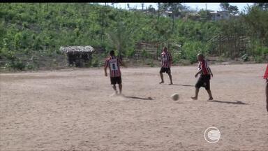 Calendário: campo de futebol do bairro Angelim está sem condições de uso - Calendário: campo de futebol do bairro Angelim está sem condições de uso