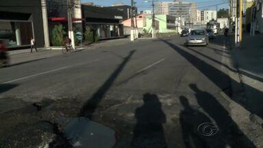 Buracos em ruas do bairro Cidade Universitária prejudicam moradores - População reclama que situação é caótica e danifica veículos automotivos.
