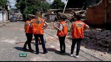 Depósito que pegou fogo no Sancho será demolido nesta terça - Sete casas foram interditadas no entorno.