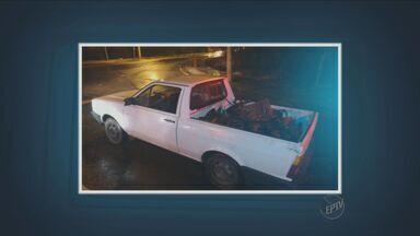 Pai e filho de 16 anos foram presos por serem suspeitos de furto de peças de carros - São de carros apreendidos no Detran.
