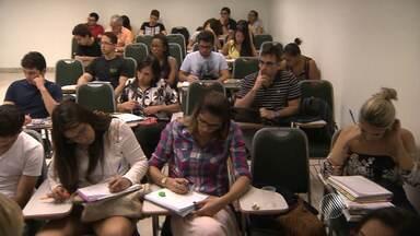 Estudantes entram na reta final para o Enem; veja dicas da psiquiatra e da nutricionista - Faltam dois meses para o exame. Confira as dicas e prepare-se.