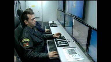 Começa treinamento de guardas municipais que vão atuar em unidade móvel em Rio Grande, RS - Ônibus equipado com câmeras vai melhorar a segurança pública através do monitoramento