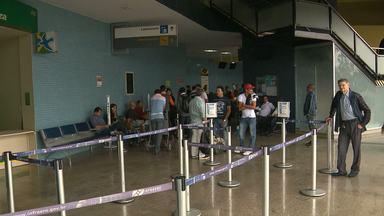 Passageiros reclamam de atraso em aeroporto - Avião não conseguiu pousar no aeroporto João Suassuna por conta da neblina