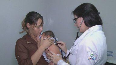 Aumentou número de atendimentos no hospital infantil da capital - Hospital Cosme e Damião tem atendido cerca de 200 crianças diariamente. A maior parte delas com problemas respiratórios devido ao período de seca.