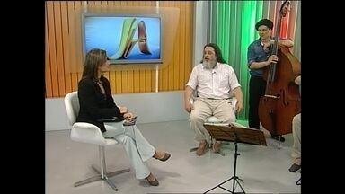 Luiz Marenco lança CD novo hoje em Santa Maria - O músico cantou ao vivo no Jornal do Almoço.