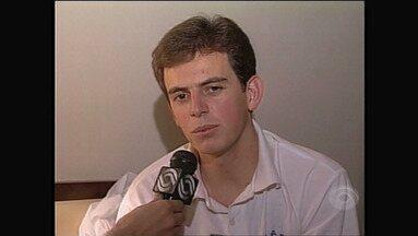 Com fratura no dedo, Murilo substitui Danrlei contra o Palemiras em 1995 - Assista ao vídeo.