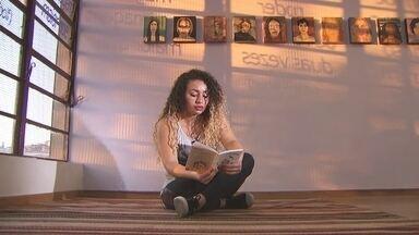 Livro reúne contos e poesias de mulheres que superaram a violência - As autoras foram atendidas na Casa Viviane dos Santos, em Guaianazes. Durante um ano, elas trocaram experiências de vida.