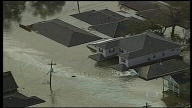 Passagem do furacão Katrina pelos EUA completa 10 anos - Os americanos relembram, neste sábado (29) a passagem do furacão Katrina, que, há 10 anos, arrasou várias cidades do litoral sul dos Estados Unidos. Entre as regiões atingidas está Nova Orleans, famosa no mundo inteiro pela boa música e pela comida.