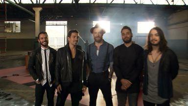 Nx Zero mostra os bastidores de seu mais recente clipe - Altas Horas acompanha a gravação do vídeo da música 'Meu Bem'