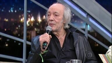 """Erasmo Carlos canta e conta a história da música """"Gente Aberta"""" - Cantor revela que música marcou o pessoal do Pasquim"""