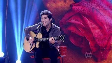 Daniel abre Encontro cantando 'Adoro Amar Você' - Cantor encantou a plateia com seu romantismo