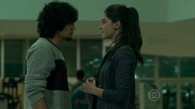 Guilherme confessa a Patrícia que ainda sofre por Angel - Patricinha decide ser paciente com o rapaz
