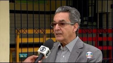 Professor que participou da criação do Enem faz palestra no Recife - Especialista explica que responsabilidade de educar deve ser dos pais e da escola