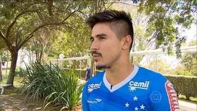 Após quatro gols, Willian fala sobre a mudança de desempenho após a troca de treinador - Mano Menezes estreou contra o Figueirense no Mineirão.