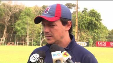 Fernando Diniz exalta trabalhos táticos para recuperação do Paraná Clube - Técnico aprimorou a posse de bola e a troca de passes do Tricolor, que quer embalar na reta final da Série B do Brasileirão