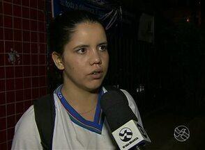 Estudantes reclamam de insegurança na Escola Estadual Professora Elisete Lopes - Unidade no Bairro Caiucá, em Caruaru, estaria sem porteiro.