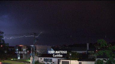 Telespectadores mostram os estragos da chuva - A chuva atingiu todo o estado. Junto com a chuva veio o vento forte e o granizo. O tempo na quarta-feira (08) deve continuar chuvoso, e as temperaturas devem baixar.