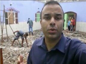 Temporal atinge Divinolândia de Minas e deixa cidade parcialmente destruída - Casas ficaram destelhadas e muitas ruas esburacadas por causa das fortes chuvas.