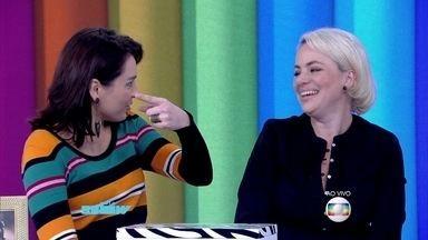 Karine Teles se diverte com comparação com Hebe Camargo - Atriz comemora o sucesso de sua personagem na novela