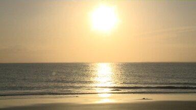 Muita gente aproveitou o feriado bem perto da natureza nas praias de São Luís - Muita gente aproveitou o feriado bem perto da natureza nas praias de São Luís.