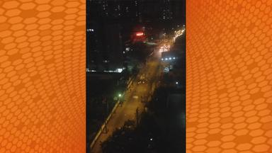 Membros de torcidas organizadas enfrentam Polícia com rojões no Recife - Membros de torcidas organizadas enfrentam Polícia com rojões no Recife