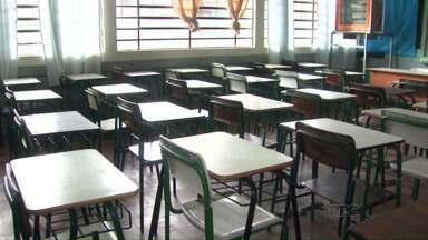 Retorno às aulas segue sem previsão - Cerca de 9 mil alunos da rede municipal e estadual estão sem aulas devido aos estragos causados pela chuva.