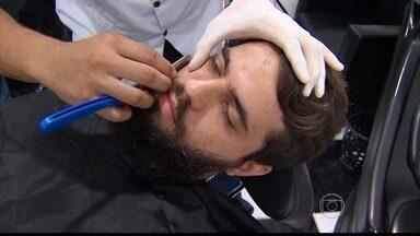 Mesmo com a grana curta, homens não deixam de cuidar da aparência - Reportagem visitou salões de beleza especializados em barba e cabelos masculinos