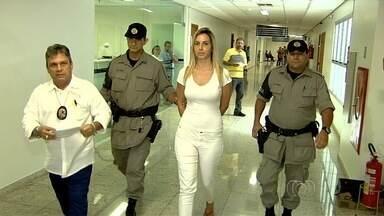 """Juiz nega pedido de modelo para responder crimes em liberdade, em Goiânia - Conhecida como """"Barbie"""", a acusada participou de audiência na tarde de terça-feira (8)."""