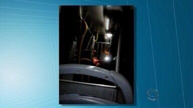 Usuários do transporte público filmam chuva dentro de ônibus e terminais da capital - Várias reclamações foram envidas pelo aplicativo Bem Na Hora
