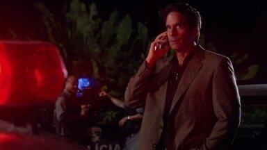 Dário conta a Ramiro que a polícia está na casa de Raul - Melissa fala para Silvia e Yvone que faz marcação em cima de Ramiro para não ser traída