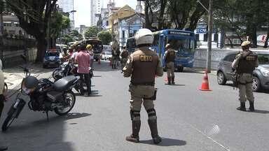 Blitz da PM causa engarrafamento em vários pontos da capital baiana - Nesta quarta (09) a corporação divulgou um balanço das ações que estão sendo realizadas nos últimos dias.