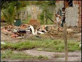 Justiça determina demolições em área ocupada por 50 famílias em Macaé, no RJ - Dono do terreno conseguiu ordem de reintegração de posse.