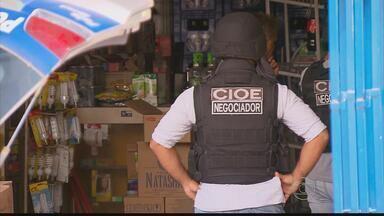 Homens fazem reféns em tentativa de assalto no Cabo, PE - Após negociação de mais de duas horas com a polícia, criminosos se entregaram.