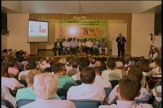 Ministra da Agricultura esteve em Petrolina - Kátia Abreu veio para lançar o Programa Nacional de Combate à mosca-das-frutas