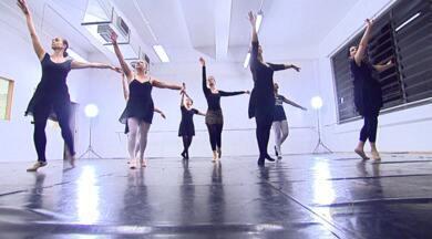 Ballet para Adultos! - Nunca é tarde para aprender, não é mesmo? A apresentadora, Aline Lima, vai mostrar um pessoal que quebra paradigmas dançando ballet sem se importar com a idade. O ballet para adultos está na moda não só nas escolas de dança, mas também nas academias. A prática da dança promete fortalecimento, equilíbrio, além de ser uma verdadeira terapia.