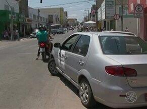Regulamentação dos taxistas é realizada em Serra Talhada - Medida faz parte do projeto de municipalização do trânsito.