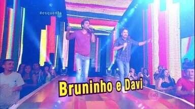 Esquenta! começa com música sertaneja - Dupla Bruninho e Davi canta trecho de 'Se Namorar Fosse Bom'
