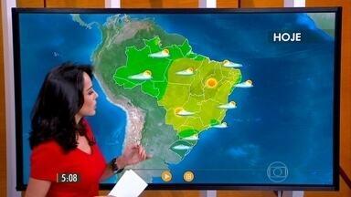 Confira como fica o tempo nesta quarta-feira (16) em todo o Brasil - Tempo esquenta no Sudeste e nuvens de tempestade já estão no extremo sul do país. Chove desde a madrugada na região de Bagé e Santana do Livramento.
