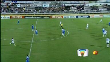 Em jogo marcado por injúria racial, Bragantino e Macaé empatam no Nabizão - Massa Bruta faz gol relâmpago e fica duas vezes à frente no marcador, mas Alvianil Praiano consegue empate no segundo tempo para conquistar um ponto na casa do adversário.