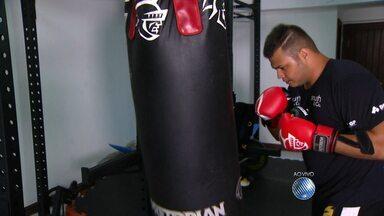 """Conheça a história de Igor Freitas, filho de Popó que resolveu lutar boxe para perder peso - Veja no quadro """"A Hora é Agora""""."""