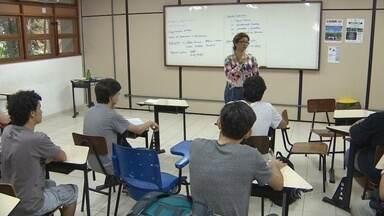 Ufam retoma aulas de 43 cursos, mas maioria de professores continua em greve - Paralisação de professores e técnicos já passa dos 90 dias.