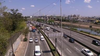 Levantamento aponta queda no número de acidentes nas marginais Tietê e Pinheiros - O estudo feito pela CET também mostra diminuição nos índices de congestionamentos após a redução nos limites de velocidade das vias.