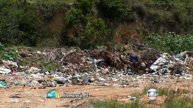 Lixão é formado em propriedade pública em Itamaracá - Moradores reclamam também da coleta de lixo, que não é frequente