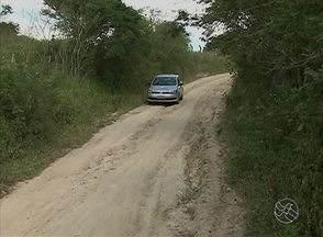 População reclama de condições precárias de estrada - Moradores de Agreste de Pau Ferro, zona rural de Caruaru, cobram melhorias nas estradas da comunidade.