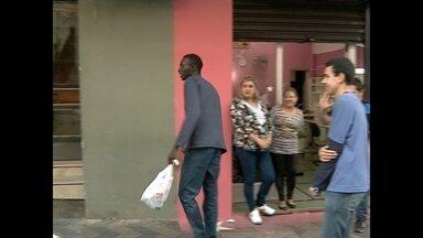 Polícia ainda não confirma nada que senegalês queimado disse em depoimento - O caso ainda é um mistério para a polícia.