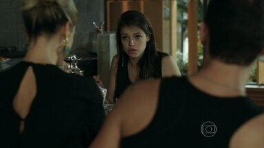 Giovanna questiona relacionamento de Pia e Igor - Bruno percebe que a mãe esqueceu um anel valioso em casa
